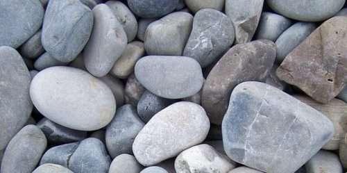 multicoloured-pebbles-on-beach